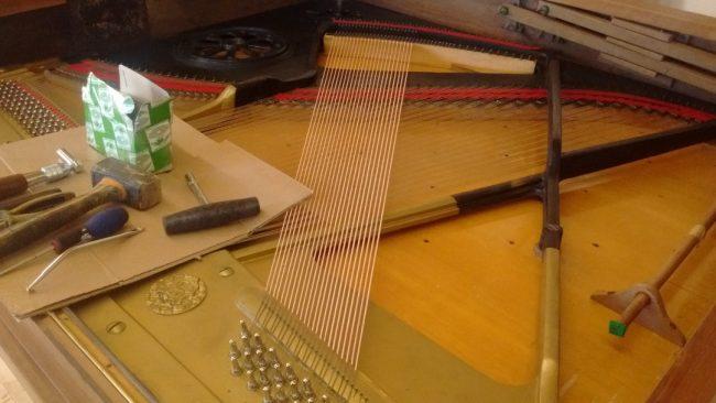 Montage en cordes, Grotrian Steinweg droit